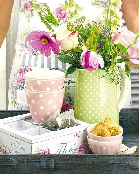 Pink, Flower, Spring, Cut flowers, Plant, Flowerpot, Table, Room, Textile, Bouquet,