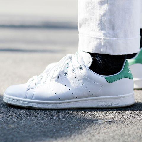 Footwear, Product, Shoe, White, Sportswear, Light, Athletic shoe, Carmine, Sneakers, Black,