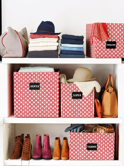Bag, Room, Shelf, Furniture, Handbag, Fashion accessory, Polka dot, Pattern,