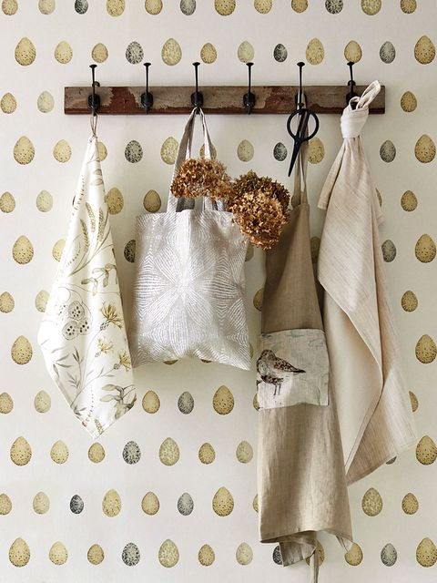White, Product, Room, Pattern, Design, Interior design, Linens, Textile, Curtain, Beige,