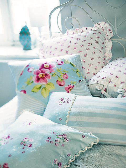 Room, Textile, Pink, Linens, Turquoise, Teal, Aqua, Cushion, Interior design, Pattern,