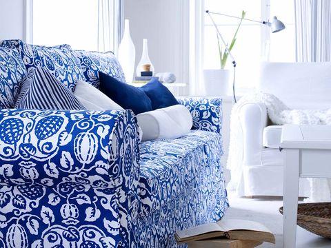 salón en blanco y azul