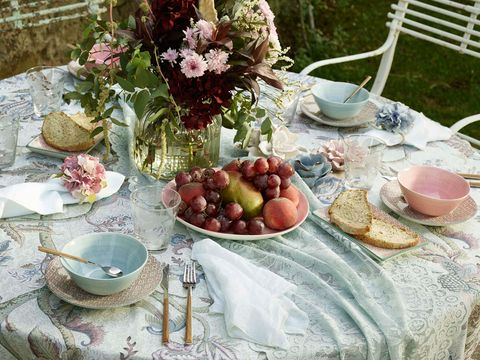Serveware, Dishware, Tablecloth, Table, Linens, Tableware, Drinkware, Cup, Home accessories, Meal,