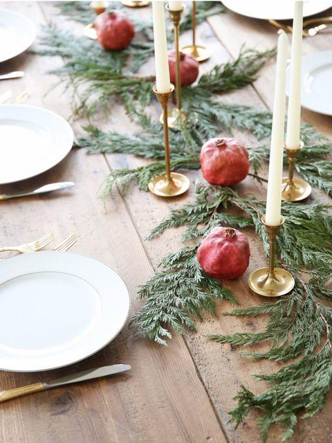 Serveware, Dishware, Tableware, Natural foods, Porcelain, Kitchen utensil, Plate, Home accessories, Christmas ornament, Platter,