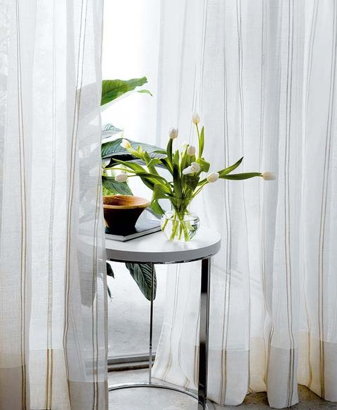 Flowerpot, Interior design, Interior design, Houseplant, Artifact, Vase, Plant stem, Curtain, Window treatment, Pottery,