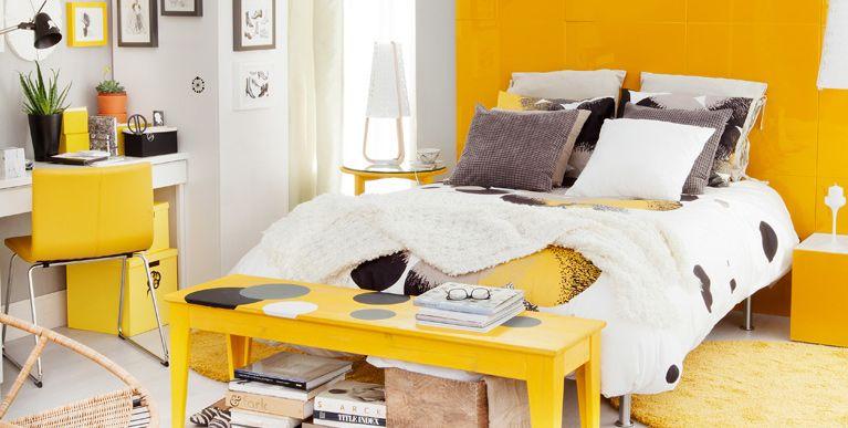 Dormitorio decorado en amarillo