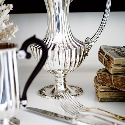 Serveware, Dishware, Glass, Drinkware, Barware, Tableware, Stemware, Cutlery, Still life photography, Plate,