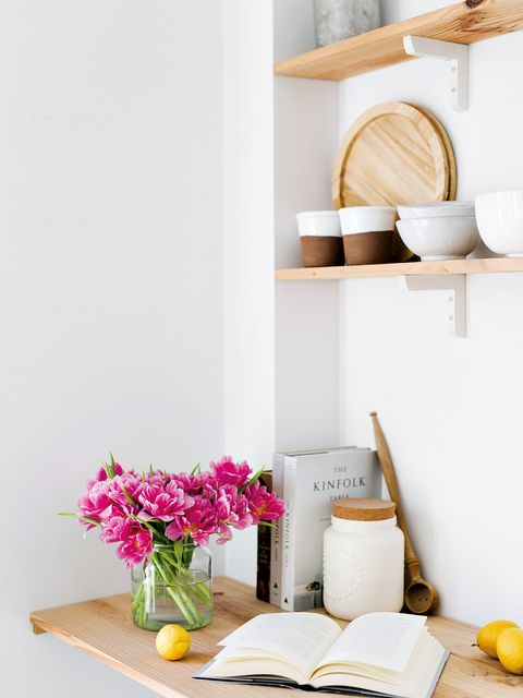 Room, Petal, Bouquet, Interior design, Centrepiece, Cut flowers, Artifact, Home accessories, Still life photography, Flower Arranging,