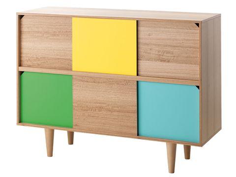 cómoda de madera con puertas de colores