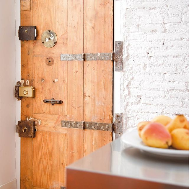 puerta de madera antigua recuperada