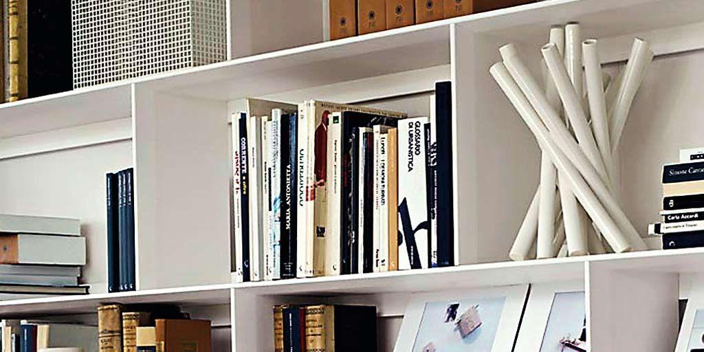 Qué hacer (y qué no hacer) al decorar una estantería