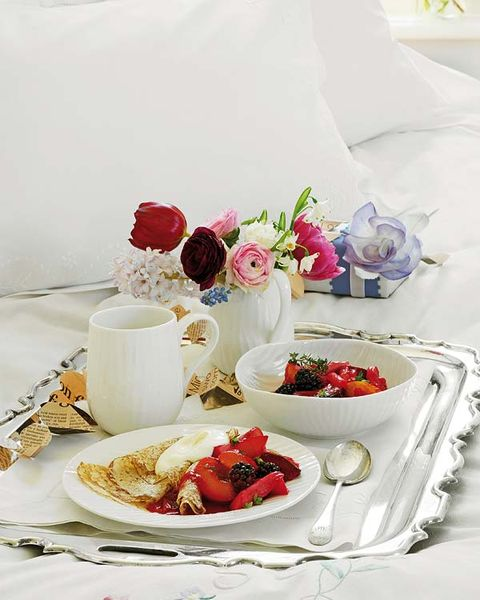 Serveware, Petal, Dishware, Food, Sweetness, Tableware, Ingredient, Bouquet, Cut flowers, Flowering plant,
