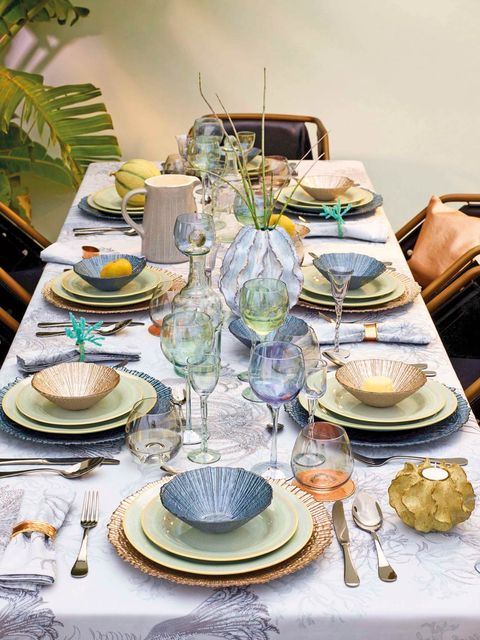 Porcelain, Dishware, Tableware, Table, Tea party, Brunch, Plate, Saucer, Serveware, Ceramic,