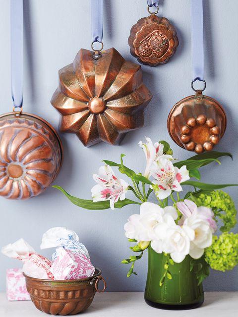 Flower, Petal, Bouquet, Interior design, Natural material, Peach, Basket, Cut flowers, Flower Arranging, Metal,