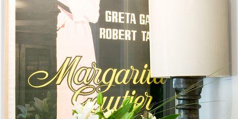 Bouquet, Petal, Cut flowers, Floristry, Flower Arranging, Interior design, Artifact, Floral design, Vase, Centrepiece,