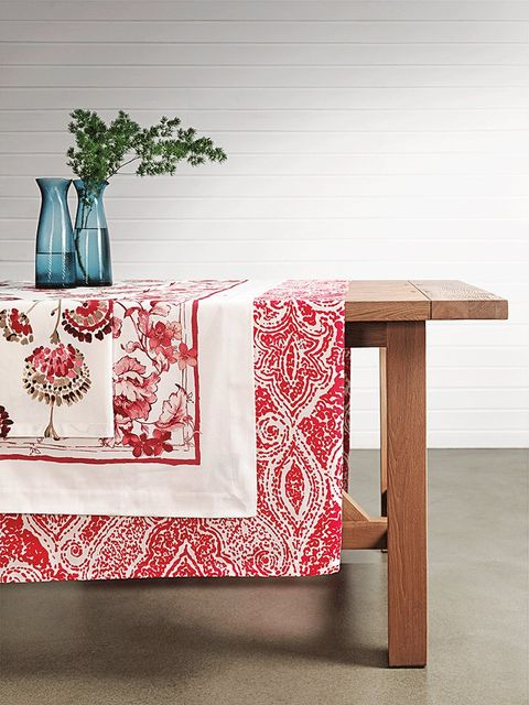 Linens, Home accessories, Serveware, Creative arts, Vase, Rectangle, Interior design, Artifact, Pottery, Bedding,