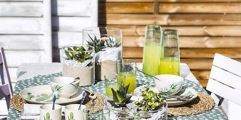Serveware, Dishware, Tableware, Juice, Drink, Porcelain, Drinkware, Highball glass, Linens, Centrepiece,
