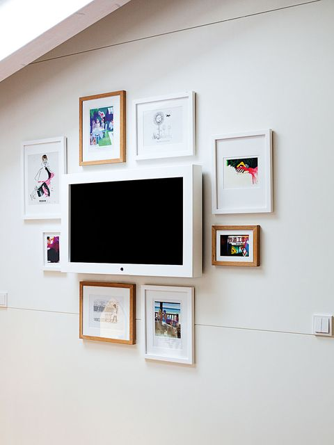 Wall, Room, Interior design, Paint, Display device, Picture frame, Art, Interior design, Collection, Rectangle,
