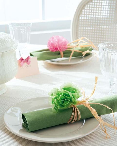 Petal, Party supply, Dishware, Serveware, Cut flowers, Flower Arranging, Centrepiece, Bouquet, Present, Floral design,