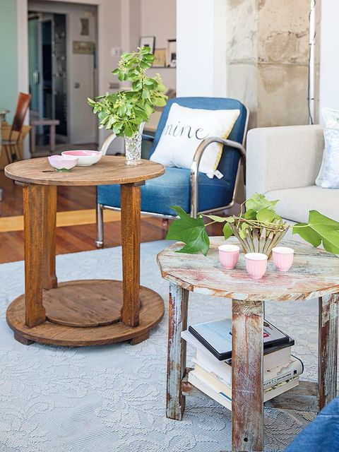 Furniture, Table, Flowerpot, Houseplant, Centrepiece, Vase, Coffee table, End table, Natural material, Herb,