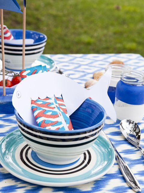 Blue, Serveware, Dishware, Porcelain, Blue and white porcelain, Ceramic, Plate, Tableware, Watercraft, Dinnerware set,