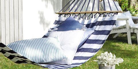 Outdoor furniture, Flowerpot, Hammock, Garden, Shade, Pillow, Yard, Home accessories, Backyard, Linens,