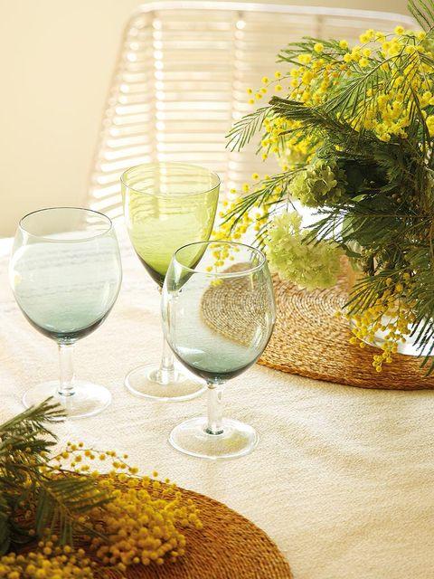 Glass, Drinkware, Stemware, Wine glass, Barware, Tableware, Champagne stemware, Drink, Serveware, Transparent material,