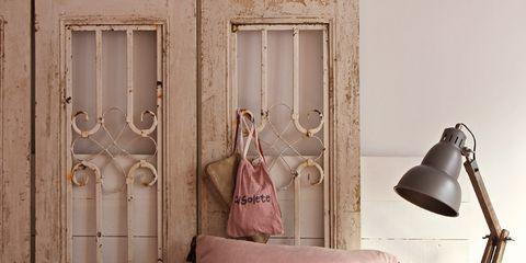 Room, Wood, Textile, Interior design, Lamp, Furniture, Home, Pillow, Linens, Cushion,