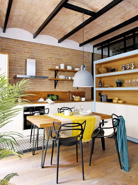 Room, Furniture, Interior design, Building, Property, Table, Yellow, House, Ceiling, Dining room,