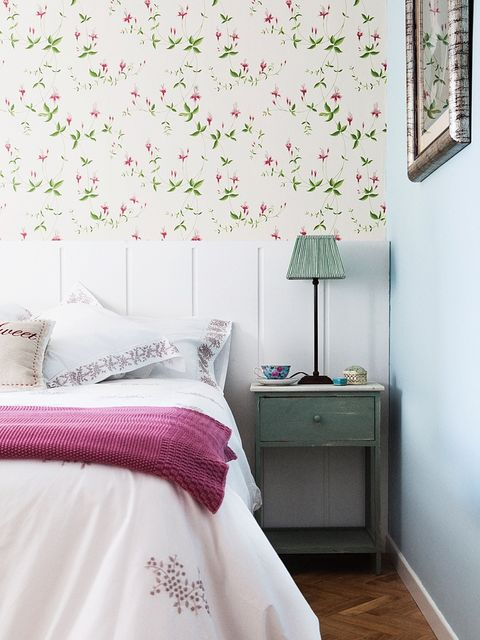 Room, Interior design, Green, Textile, Bedding, Wall, Bed, Pink, Bed sheet, Linens,