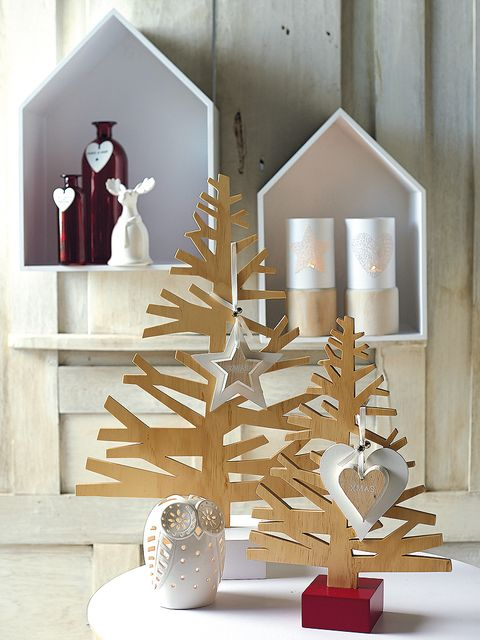 Interior design, Art, Christmas decoration, Ornament, Lighting accessory, Home accessories, Christmas, Creative arts, Natural material, Conifer,