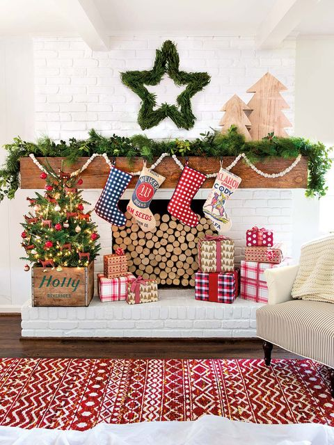 Interior design, Room, Christmas decoration, Interior design, Decoration, Living room, Home, Linens, Couch, Tablecloth,