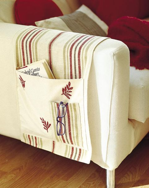 Textile, Red, Carmine, Throw pillow, Linens, Cushion, Home accessories, Napkin, Household supply, Pillow,