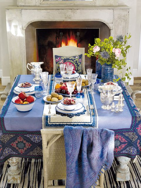 Tablecloth, Textile, Table, Dishware, Linens, Serveware, Tableware, Home accessories, Hearth, Cuisine,