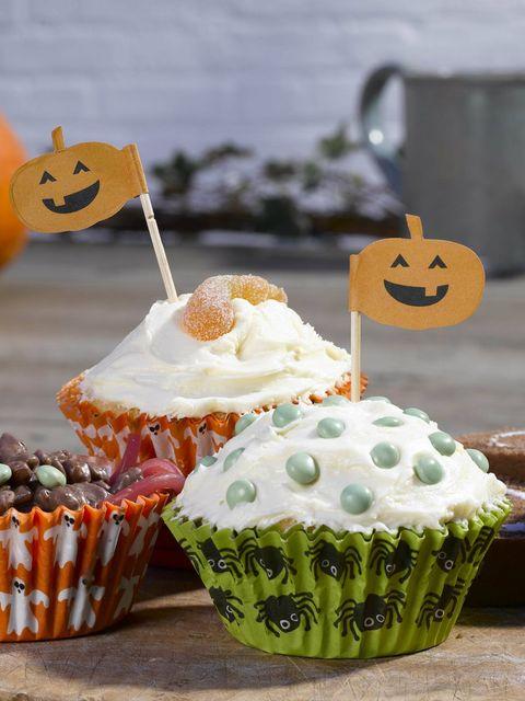 Cupcake, Sweetness, Food, Cuisine, Dessert, Ingredient, Baked goods, Orange, Baking cup, Cake,
