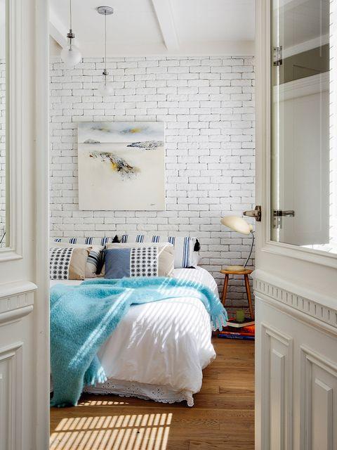 Room, Wood, Interior design, Floor, Flooring, Property, Bed, Wall, Textile, Bedding,