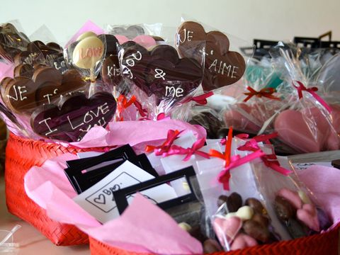 Confectionery, Sweetness, Pink, Cuisine, Dessert, Party supply, Present, Ribbon, Party favor, Chocolate,
