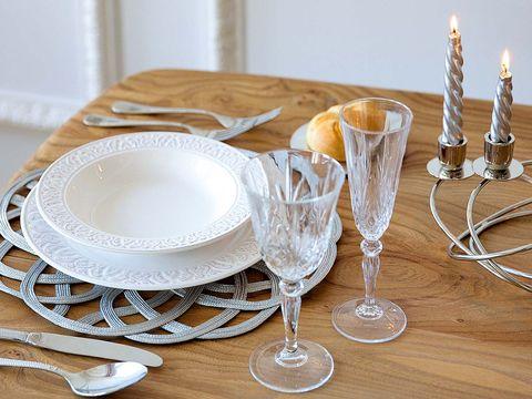 Serveware, Dishware, Glass, Barware, Tableware, Table, Furniture, Linens, Stemware, Napkin,