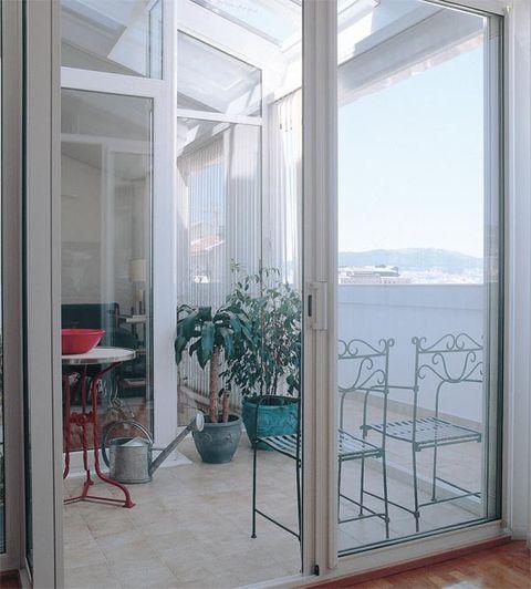 Floor, Glass, Flooring, Property, Interior design, Architecture, Flowerpot, Real estate, Daylighting, Fixture,