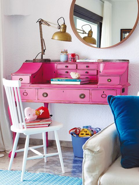 Room, Blue, Interior design, Green, Furniture, Drawer, Wall, Chest of drawers, Red, Pink,