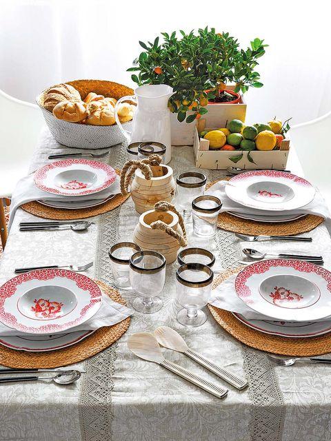 Serveware, Dishware, Tablecloth, Food, Tableware, Cuisine, Linens, Plate, Meal, Finger food,