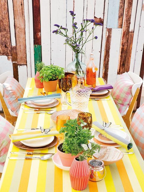 Dishware, Serveware, Cuisine, Flowerpot, Linens, Tableware, Meal, Peach, Porcelain, Interior design,