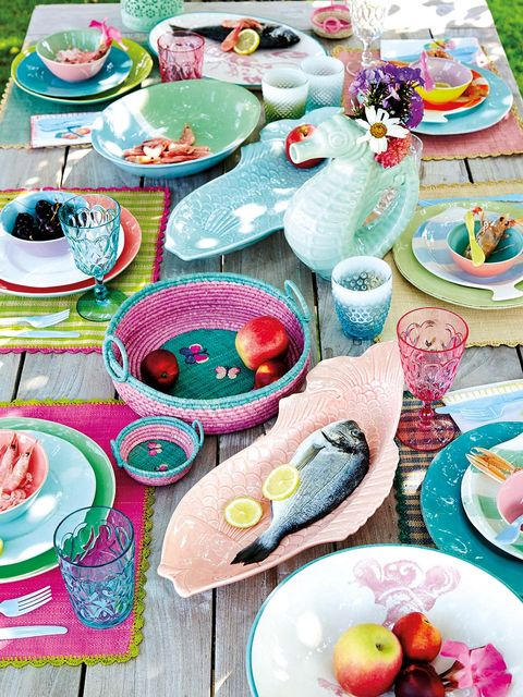Serveware, Dishware, Pink, Tableware, Natural foods, Fruit, Porcelain, Produce, Teacup, Kitchen utensil,