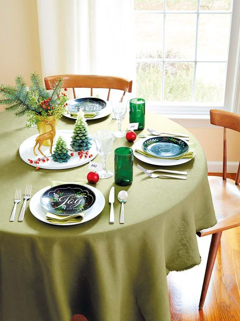 Tablecloth, Room, Furniture, Table, Textile, Dishware, Linens, Interior design, Glass, Tableware,