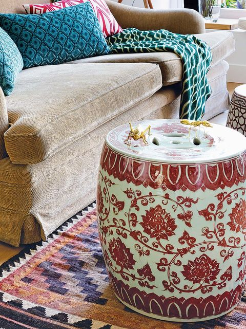 Textile, Interior design, Linens, Cushion, Home accessories, Teal, Pillow, Throw pillow, Turquoise, Living room,