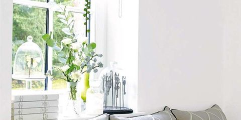 Room, Interior design, Property, Wall, Textile, Home, White, Pillow, Throw pillow, Cushion,