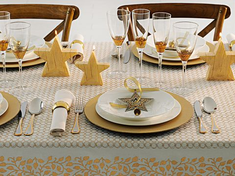 Serveware, Yellow, Dishware, Barware, Glass, Drinkware, Tableware, Stemware, Home accessories, Tablecloth,