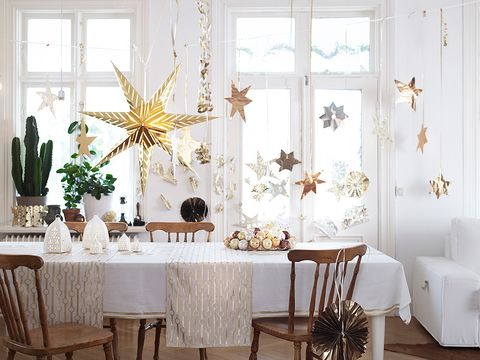 Room, Interior design, Tablecloth, Furniture, Textile, Table, Linens, Interior design, Fixture, Home accessories,