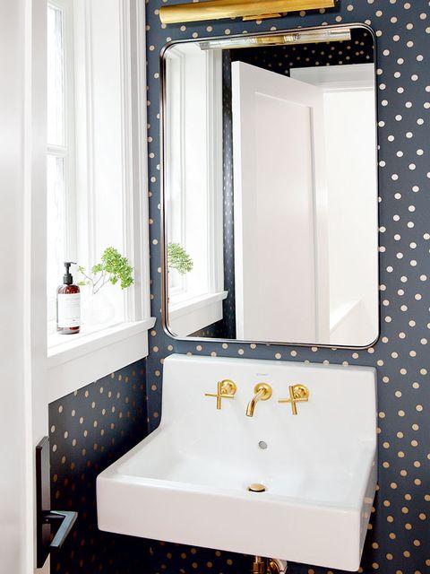Bathroom, Room, Property, Tile, Bathroom cabinet, Mirror, Bathroom accessory, Interior design, Plumbing fixture, Floor,