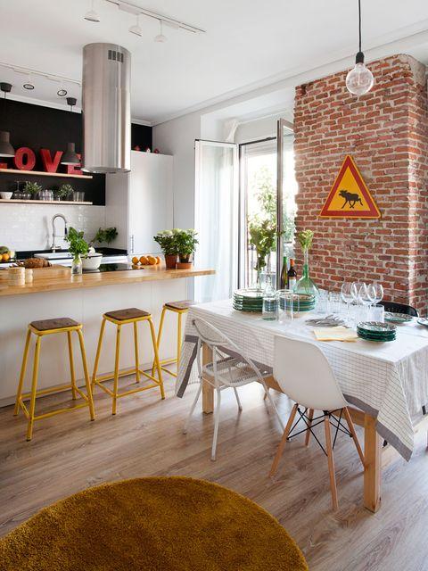 Room, Interior design, Floor, Tablecloth, Table, Furniture, Ceiling, Flooring, Interior design, Home,